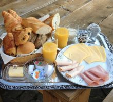 Breakfast in bed & Bakery service